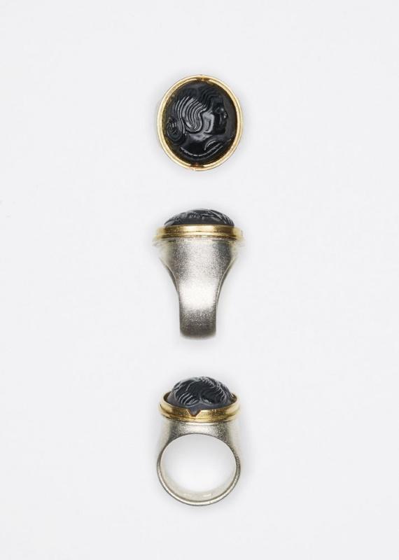 Ring // Onyxgemme Frauenkopf // € 800