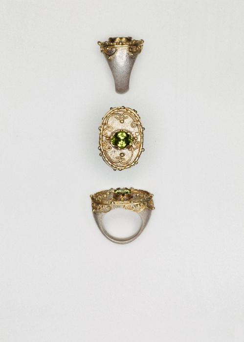 Ring // Olivin // Au 750 ct // Ag 925 // € 940